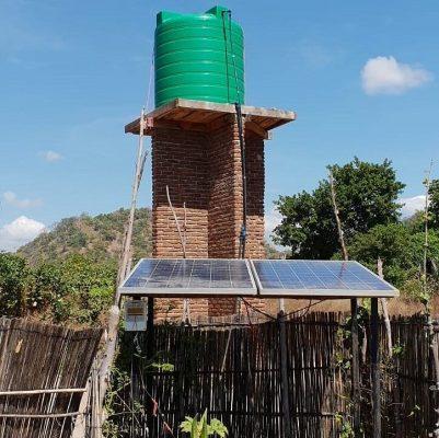 Watertoren en zonnepanelen